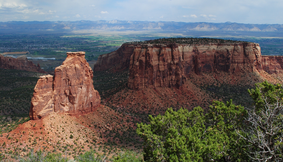 Sunlight_on_Colorado_National_Monument